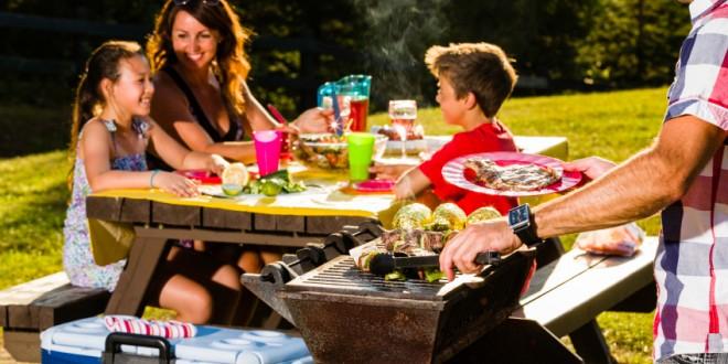 Park Picnic Tables And The Etiquette People Should Follow